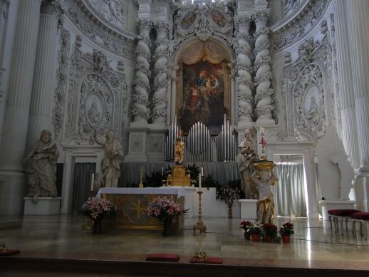 Altar da Theatinerkirche St. Kajetan - Munique, Alemanha
